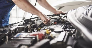 مکانیکی تعمیرگاه اتومبیل